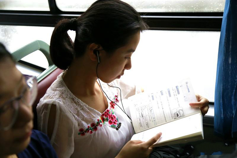 車內看書.jpg